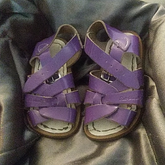 2e5943ecf621 Toddlers saltwater sandals size 5 purple. M 5cb9134d2f4831728444237e